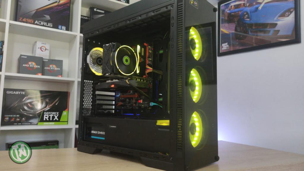 PC de edição montado na bancada TecnoArt