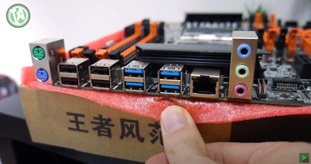 Conectores na parte traseira da placa