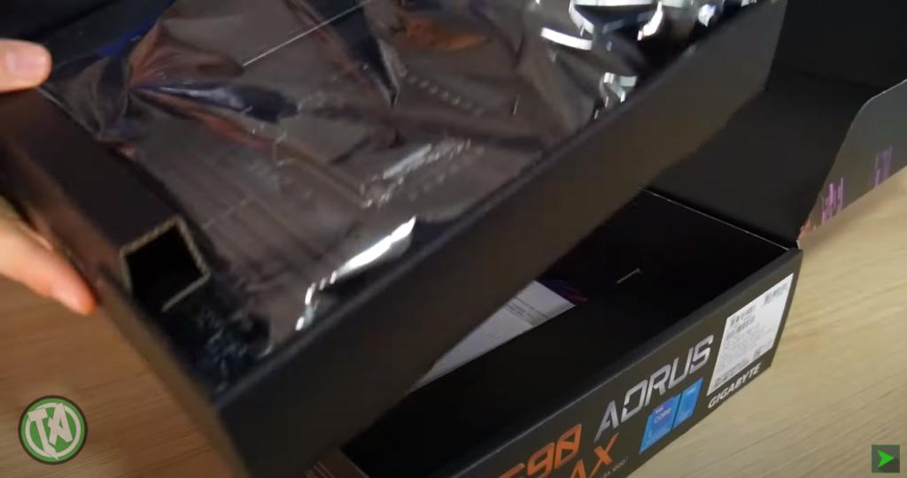 Unboxing da Z590 AORUS PRO AX